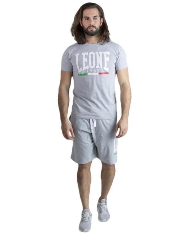 Man sets t-shirt and bermuda